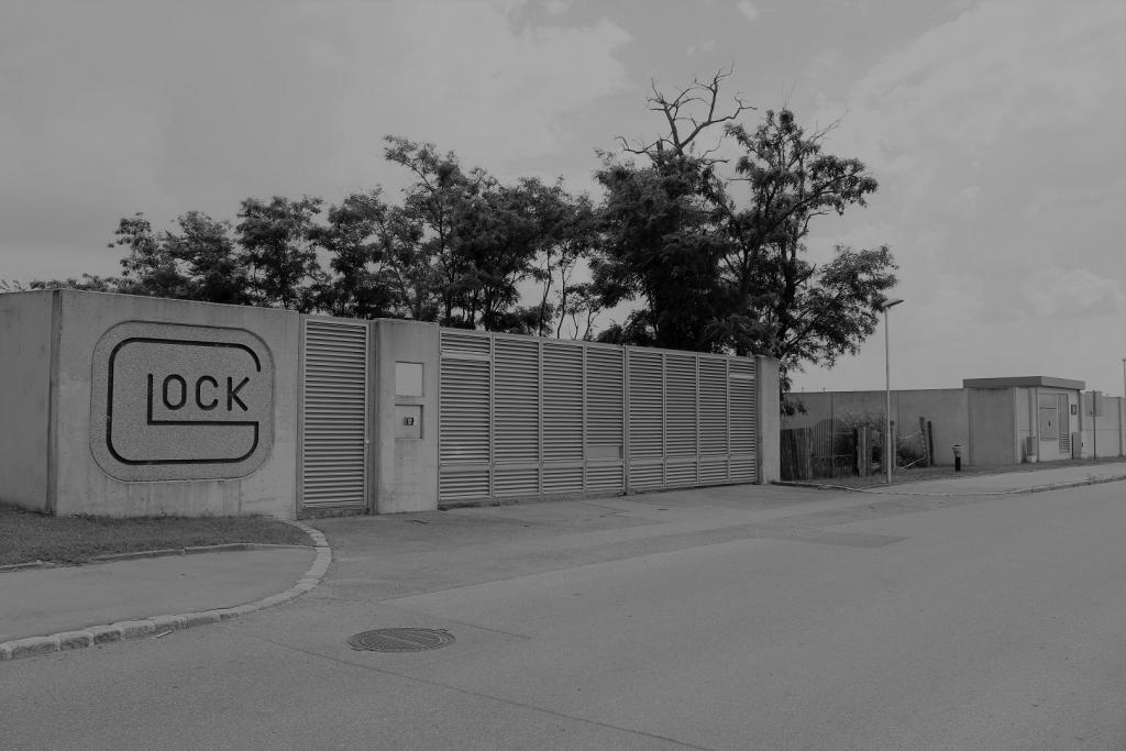Glock, Fabrik, jüdischer Friedhof in Deutsch-Wagram, Mauer